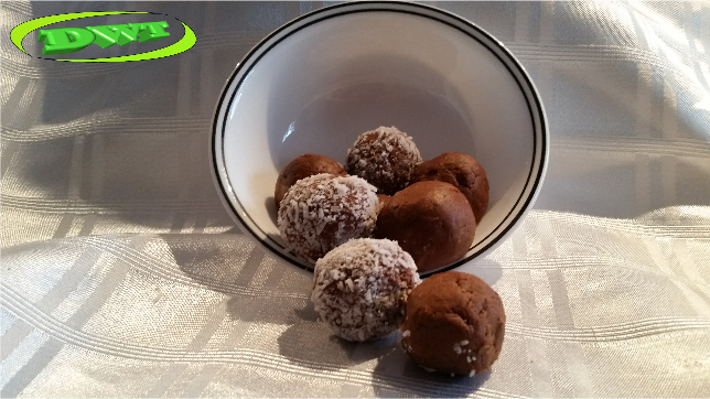 Chocolate/coconut protein balls