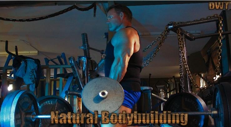 Natural bodybuilding EZ bar arm curls
